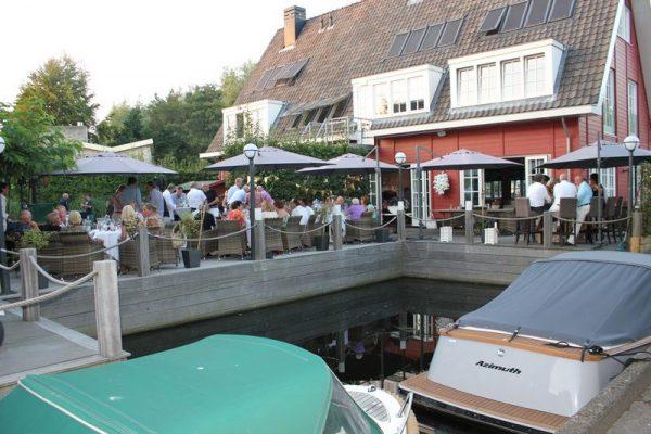 Terras bij de Vinkeveense Plassen tussen Amsterdam en Utrecht